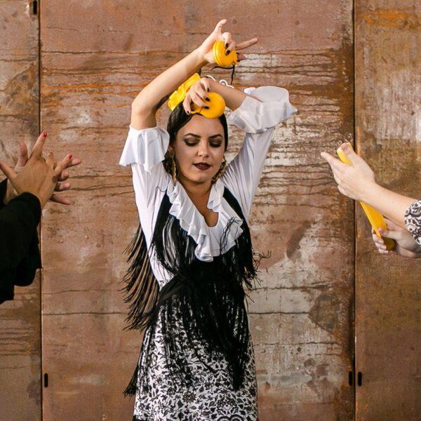 Mantoncillo Flamenco Franja 15cm Vermelho e em preto com 15cm de franja