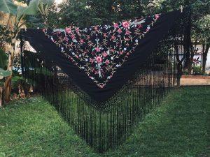 Mantón espanhol tradicional quadrado com bordados 2,50mx2,50m